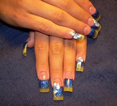 ногти двухцветные с цветочным узором