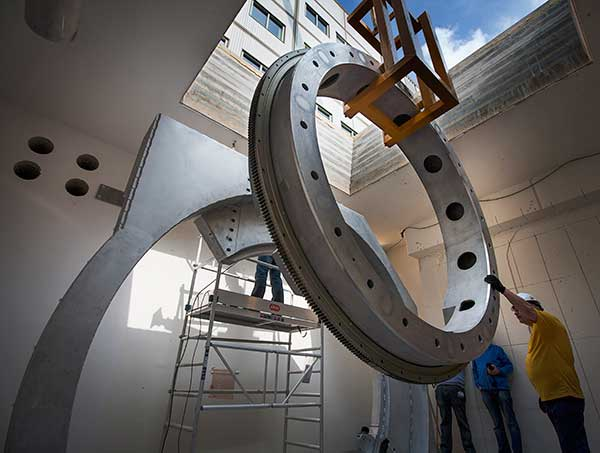 UMCU MRLINAC installation High Field MRI Guided Linear Accelerator Brings Together Imaging, Radiotherapy to Zap Tumors