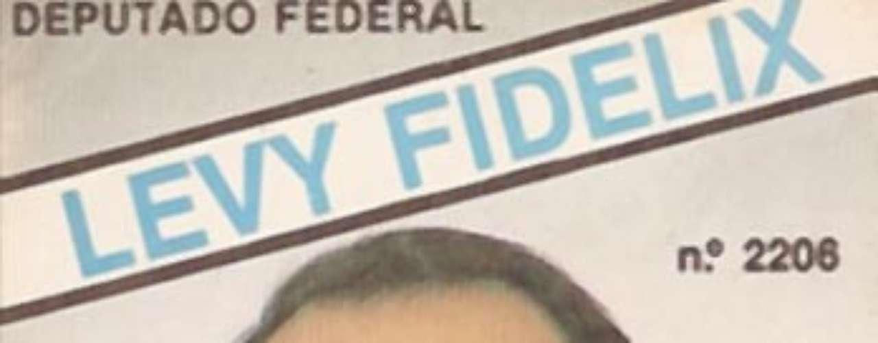 Em 1986, Levy Fidelix candidata-se a deputado federal pelo Partido Liberal