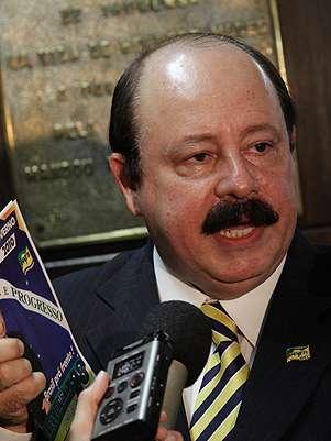 Após ficar conhecido com o projeto do Aerotrem, Levy Fidelix tenta a presidência Foto: Divulgação