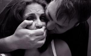 В Севастополе парень изнасиловал женщину-инвалида
