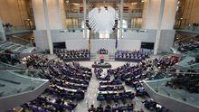 Der Deutsche Bundestag bei der Sondersitzung am Montag