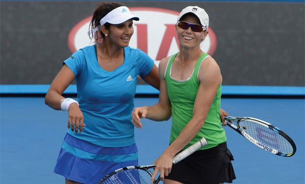 Sania Mirza and Cara Black duo outplayed Jelena Jankovic and Klara Koukalova (6-3, 6-2) to reach the quarterfinals at the US Open. Photo: AFP/ File