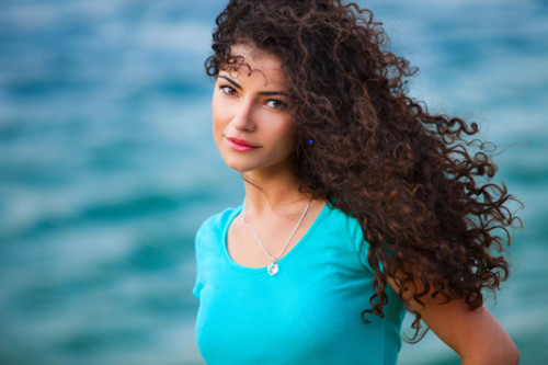 how to care curly hair 500x333 Top 5 Secrets To Care For Your Curly Hair