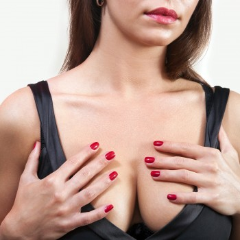 breasted-woman-cleavage