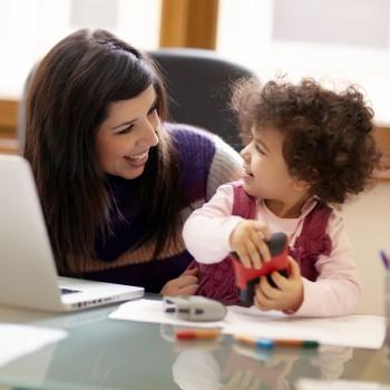 working-mom-computer-child3