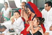 Photos: Celebs at Manayata Dutt's Mata Ki Chowki