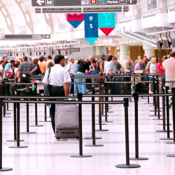 airport-travel-crowd