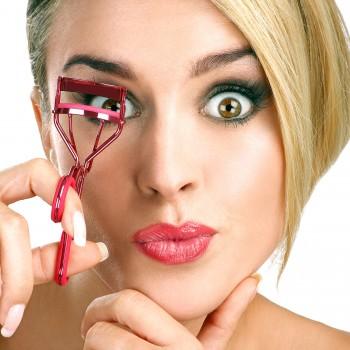 lash-curler-makeup