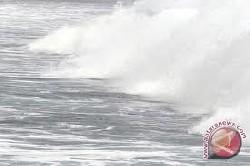 Gelombang Tinggi, Nelayan Sumbar Diminta Waspada