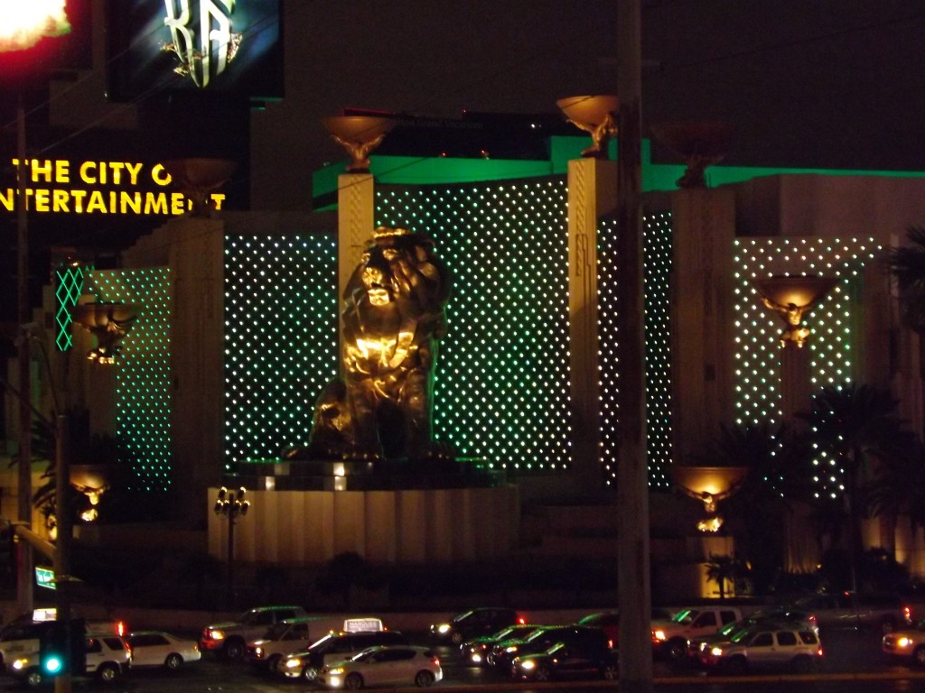 SwankyLuv: Vegas Baby! Miracle Mile Shops and The Walk Back