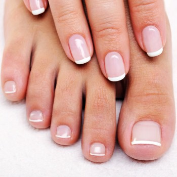 round-nails-french-manicure