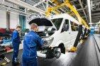 Das Daimler-Transport-Werk in Düsseldorf produziert rund 15 Prozent der Sprinter für den Export in die USA. (Foto: dpa)