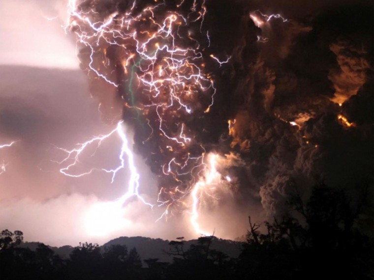 image of lightning in the sky.