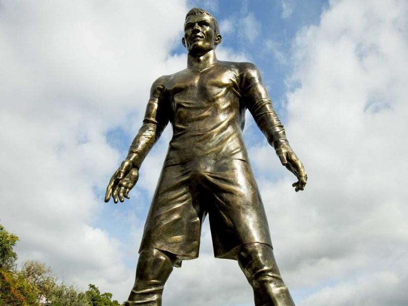 Cristiano Ronaldo statue pix