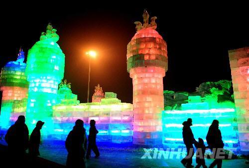 呼和浩特首届国际冰雪旅游节开幕持续到2月10日