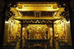 Golden altar at Jhoushen temple