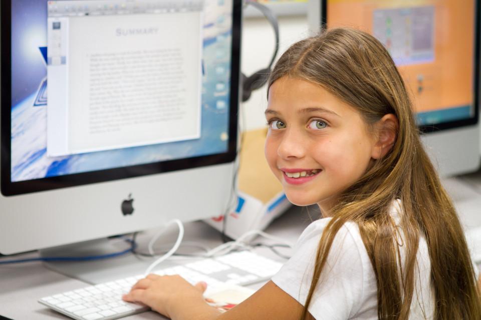 Noy at Computer