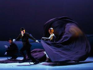 12 February 2015: Members of Compagnie Philippe Genty perform a stage production titled 'Ne m'oublie pas' ('Forget Me Not') during a media preview in Madrid