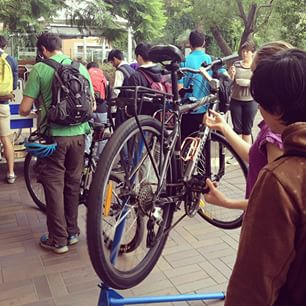 Flat tyre? Empty stomach? The #UMSU Environment department can help you fix that: every Tue 9-11am in North Court, learn how to fix your bike and get a free breakfast ☕️