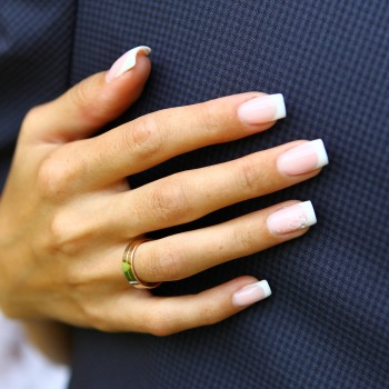 pale-french-manicure