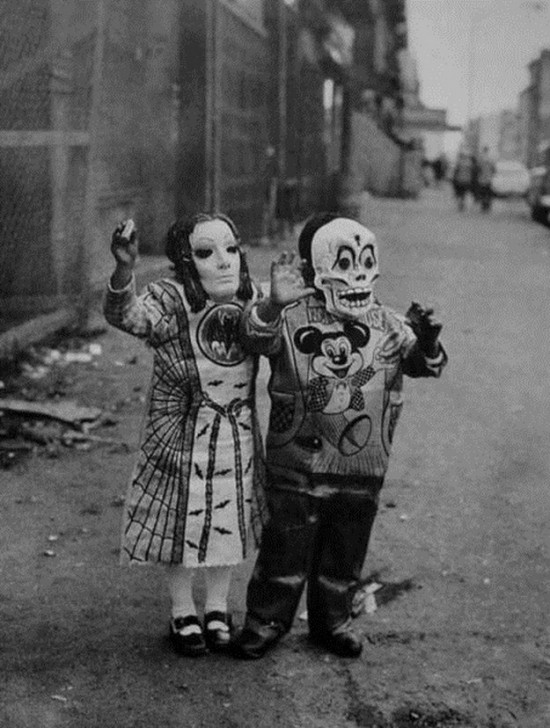 60 Deeply Terrifying Halloween Photos From The Early 1900s Halloween Picture from the Past 1