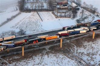 Крупнейшее ДТП в Швеции: 100 машин и 2 км в длину