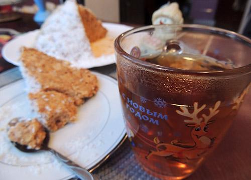 vkusnoe-chaepitie-s-tortom
