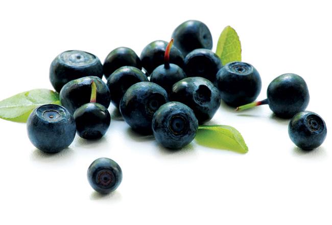 Berries - tummy-flattening foods - Women's Health & Fitness