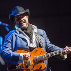 The Mavericks' Golden-Voiced Singer Raul Malo Shines at Los Angeles Tour Stop: Concert Review