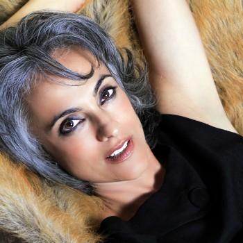 gray-hair-mature-woman2_