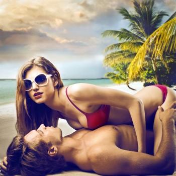 sex-beach-couple
