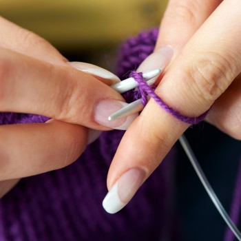 knitting-hands-french-manicure