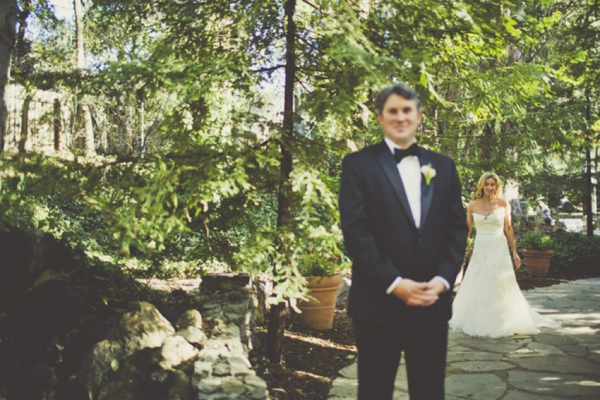 french-rustic-wedding-first-look