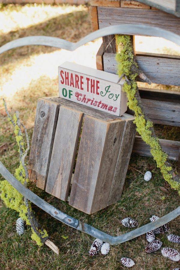 rustic-christmas-wedding-ideas-signs