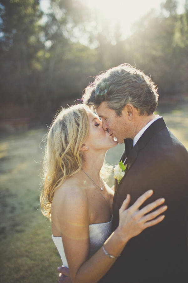 french-rustic-wedding-kiss