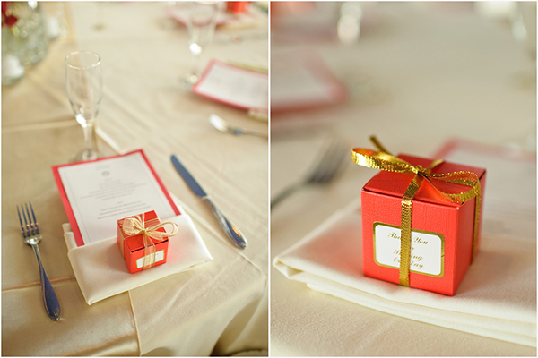 handmade menus and favor boxes of sea salted caramels at every place setting, Luminaire Foto