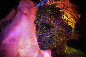 Eye-Catching Experimental Photo Portraits With UV Light