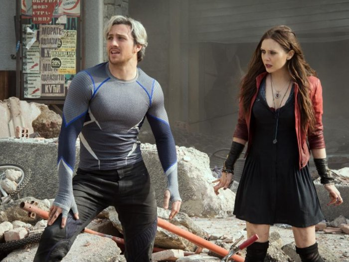 Still of Elizabeth Olsen and Aaron Taylor-Johnson in Avengers: Age of Ultron (2015)