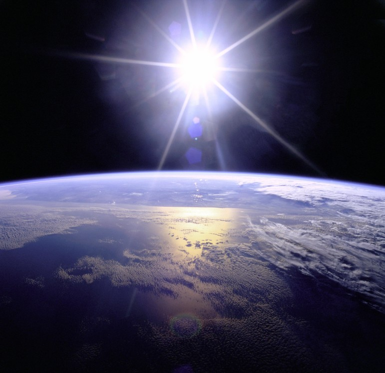 Full_Sunburst_over_Earth