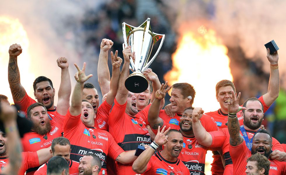 TOPSHOTS The Toulon team celebrate with the trophy after winning 24-18 during the European Rugby Champions Cup rugby union final match between Clermont and Toulon at Twickenham Stadium, south west of London on May 2, 2015.   AFP PHOTO / GLYN KIRKGLYN KIRK/AFP/Getty Images