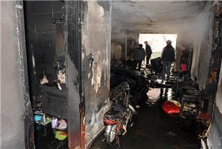 北郊金府广场小区住户失火 楼道消防栓无水可用