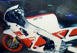 FZR_wrecked2_zps5a3ca078