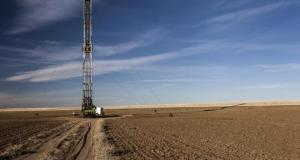 A fracking rig sits in an farmers field in Colorado