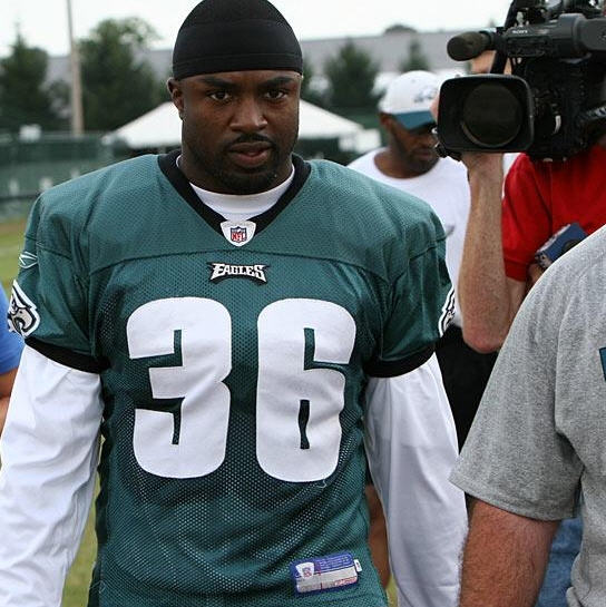 Brian Westbrook pursued by the media as he leave Philadelphia Eagles Training Camp for the day