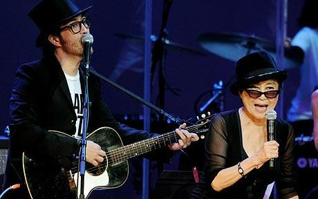 Musician Sean Ono Lennon (L) and his mother singer/artist Yoko Ono performing