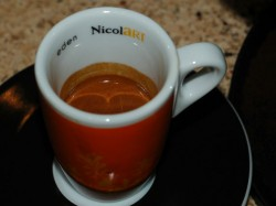 Contrast the crema color and consistency with a basic home espresso