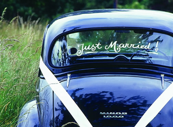 just-married-getaway-car