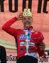 Stefano Garzelli (Acqua & Sapone) clowns around after being crowned King of Corones