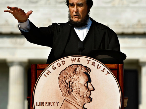 President Abraham Lincoln presenter Jim Rubin addresses the unveiling ceremony for the 2009 Bicentennial One-Cent coin.